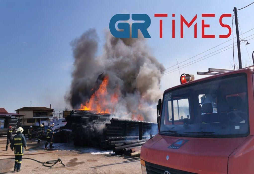 Σε εξέλιξη μεγάλη πυρκαγιά στην περιοχή της Θέρμης (VIDEO)