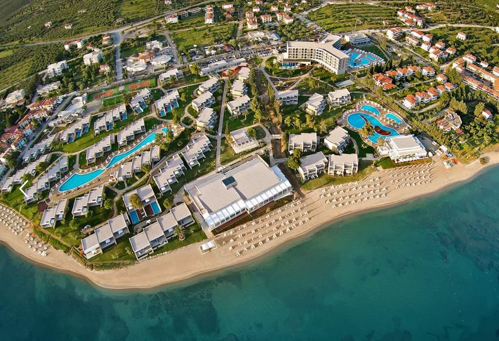 Sani/Ikos: Ασυγκράτητοι οι Βρετανοί- ανοίγουν όλα τα ξενοδοχεία