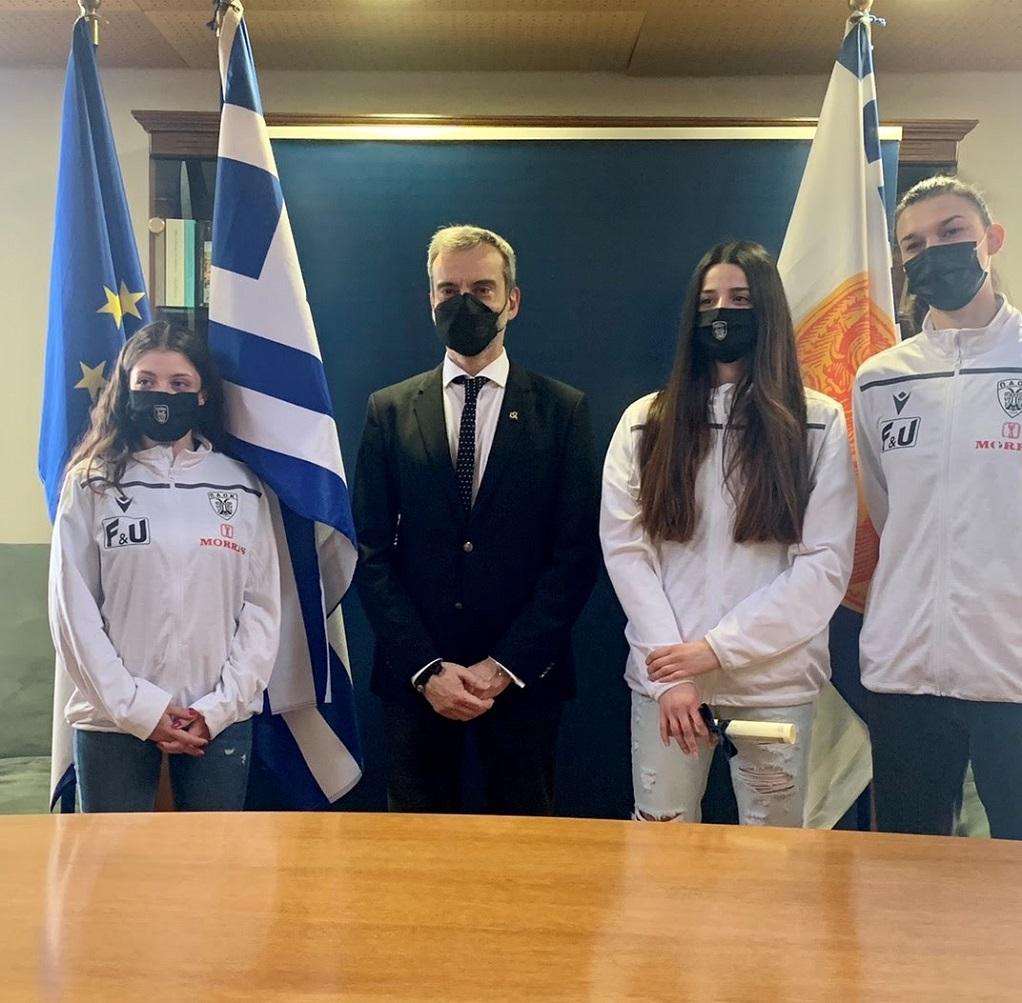 Ο Ζέρβας τίμησε την γυναικεία ομάδα βόλεϊ του ΠΑΟΚ