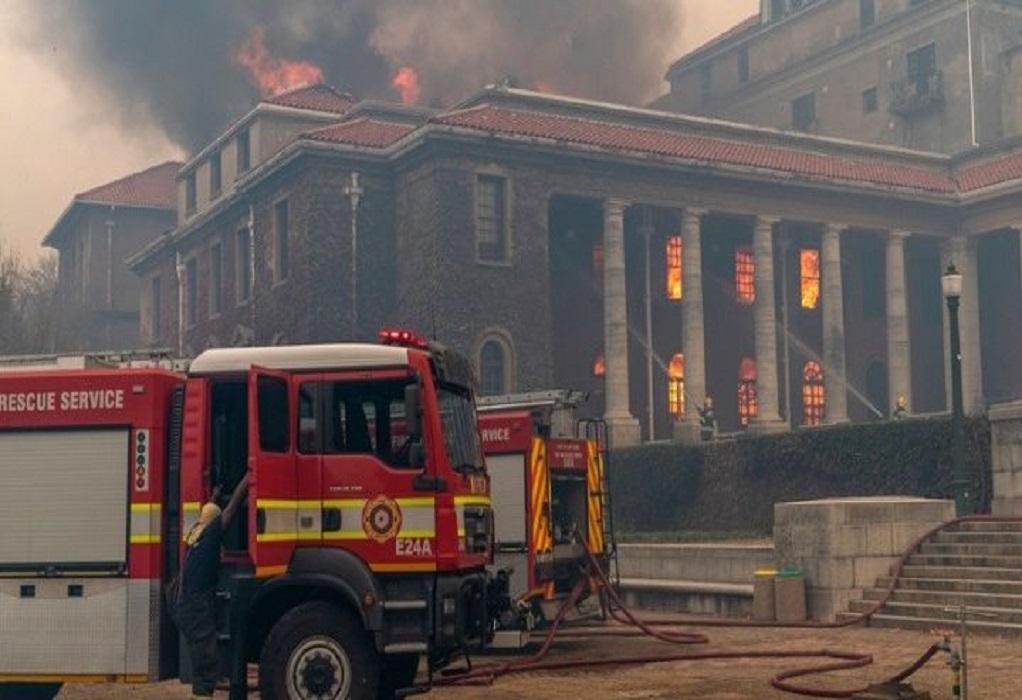 Ν. Αφρική: Πυρκαγιά σε εμβληματικό όρος στο Κέιπ Τάουν (VIDEO)
