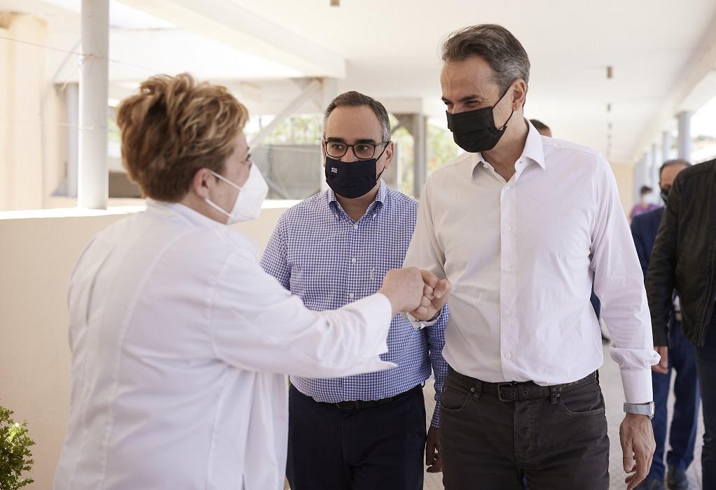 Επίσκεψη Μητσοτάκη στο Κέντρο Υγείας Ραφήνας