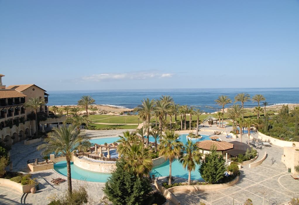 Κύπρος: Αναθεωρημένα πρωτόκολλα για το άνοιγμα του τουρισμού – Στο 100% η πληρότητα των τουριστικών λεωφορείων