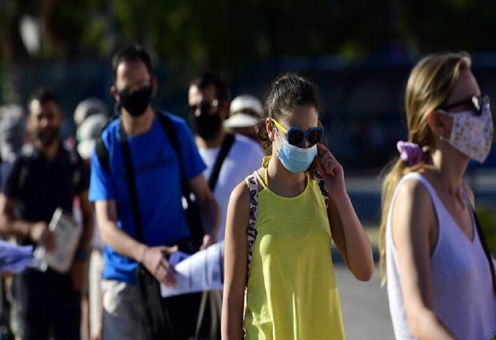 CDC: Σύσταση για μάσκα σε κλειστούς χώρους και από εμβολιασμένους λόγω μετάλλαξης Δέλτα