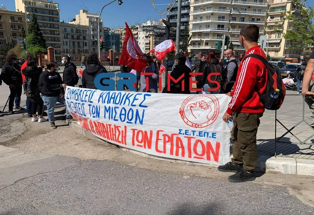 Διαμαρτυρία στο ΥΜΑΘ από το σωματείο ξενοδοχοϋπαλλήλων (ΦΩΤΟ+VIDEO)