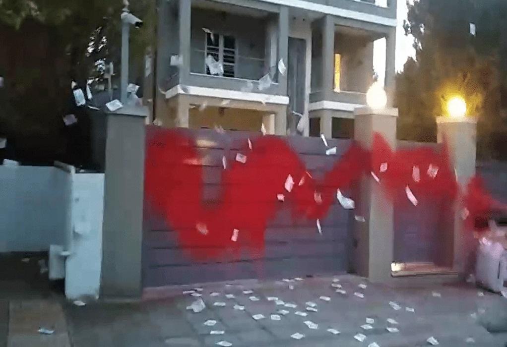 Παρέμβαση Ρουβίκωνα στο σπίτι Ευαγγελάτου – Στεφανίδου (VIDEO)