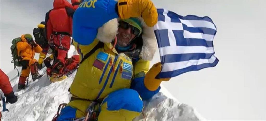 """Α. Συκάρης: Ο 1ος αναβάτης που """"έντυσε"""" το Annapurna με την ελληνική σημαία"""