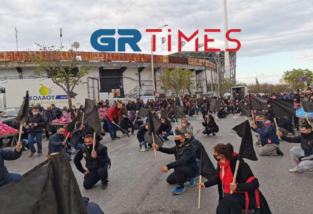 Θεσ/νίκη: Κλειστές οι λαϊκές αγορές – Διαμαρτυρία παραγωγών και δωρεάν τρόφιμα (VIDEO)