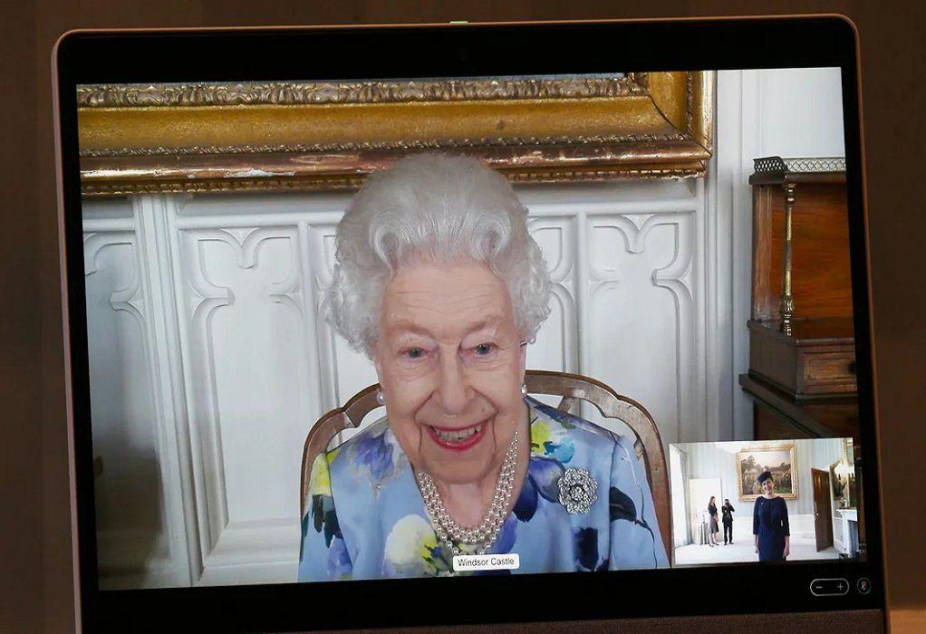 Βασίλισσα Ελισάβετ: Επιστροφή στα καθήκοντά της μετά την κηδεία του Φιλίππου