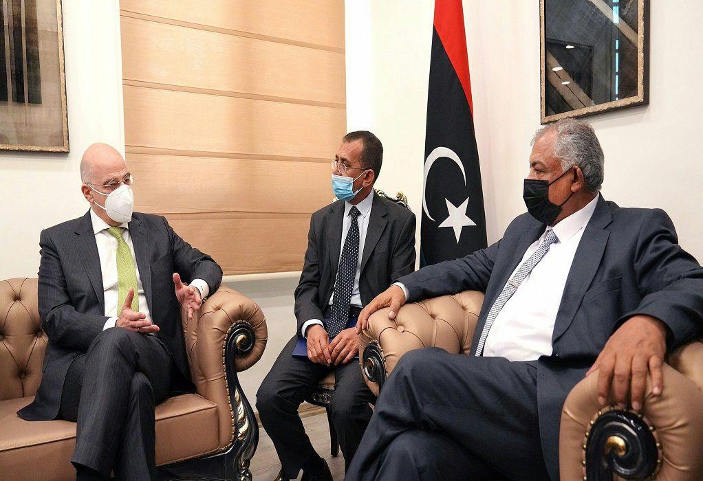 Στη Βεγγάζη ο Ν. Δένδιας- Συνάντηση με τον αν. πρωθυπουργό της Λιβύης