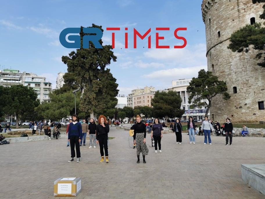 Θεσσαλονίκη: Καλλιτεχνικό δρώμενο στην παραλία για άνοιγμα των σχολών (VIDEO)