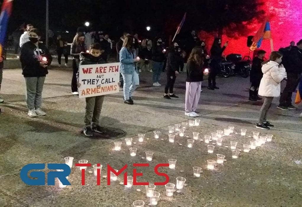 Λευκός Πύργος: Εκδηλώσεις με κεριά και πανό για την Γενοκτονία των Αρμενίων (VIDEO)