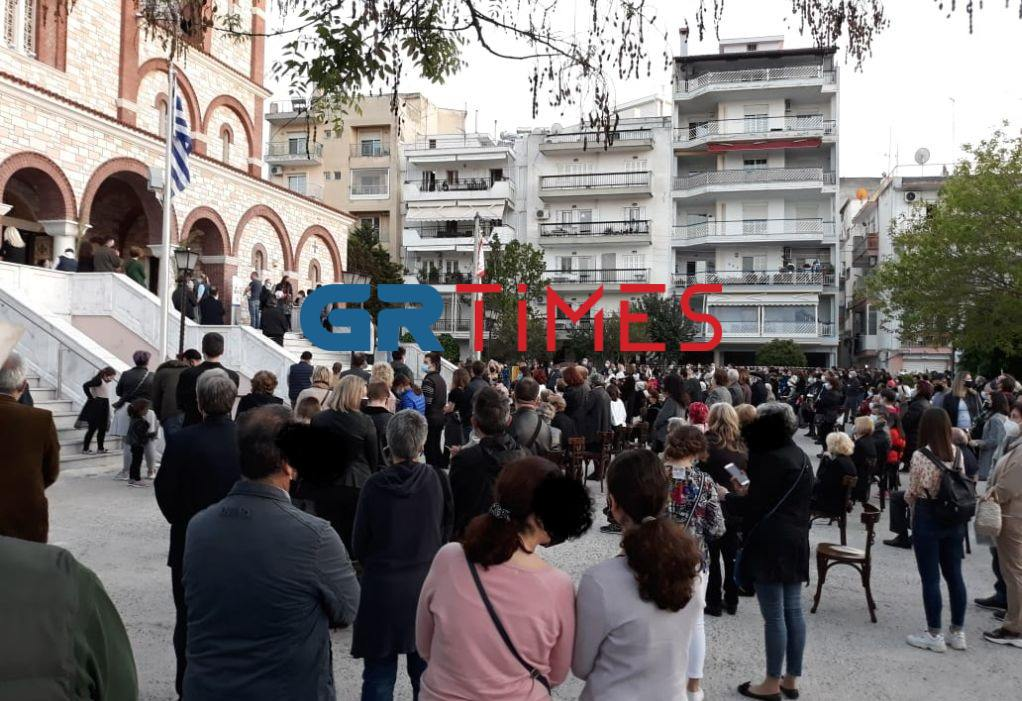 Πλήθος κόσμου στην Ακολουθία του Επιτάφιου θρήνου στην Καλαμαριά (ΦΩΤΟ-VIDEO)