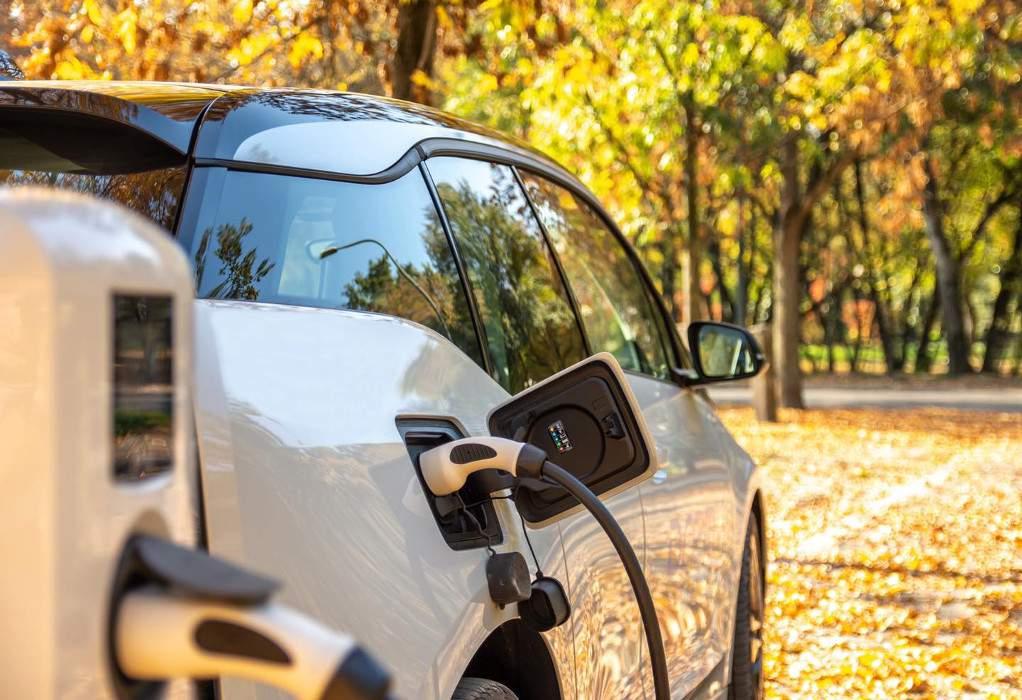 """""""Παλεύουν"""" ηλεκτροκίνηση και φυσικό αέριο για την αγορά αυτοκινήτου"""