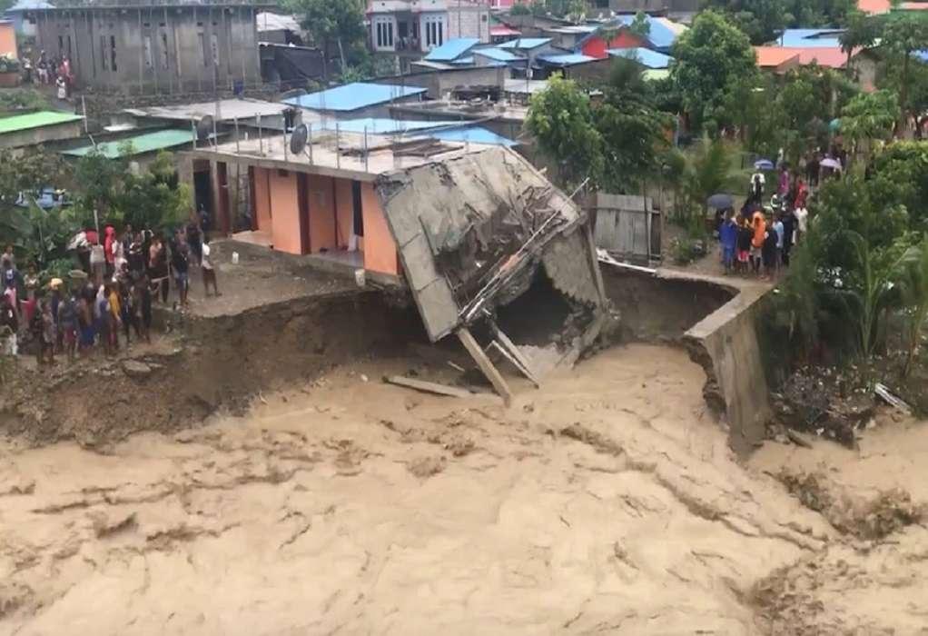 Ινδονησία: Σχεδόν 80 νεκροί και δεκάδες αγνοούμενοι στις πλημμύρες (ΦΩΤΟ-VIDEO)
