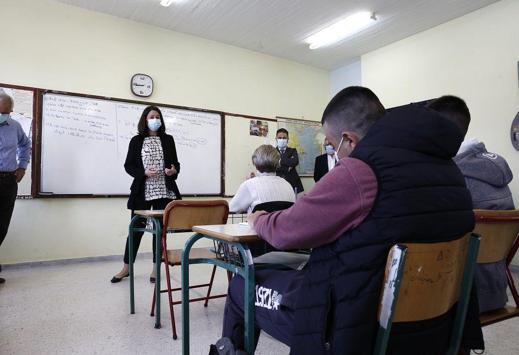 Κεραμέως για άνοιγμα λυκείων: Σύμμαχος ο καλός καιρός, τα self tests και ο εμβολιασμός των εκπαιδευτικών