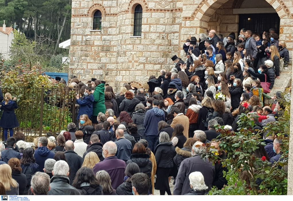 Χαμός από κόσμο στην κηδεία Αρχιμανδρίτη στον Άγιο Στέφανο