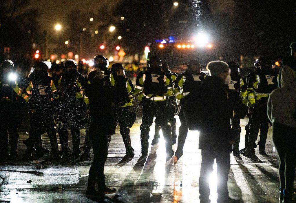 Μινεάπολις: Ένταση για δεύτερη νύχτα για το θάνατο άνδρα από αστυνομικό