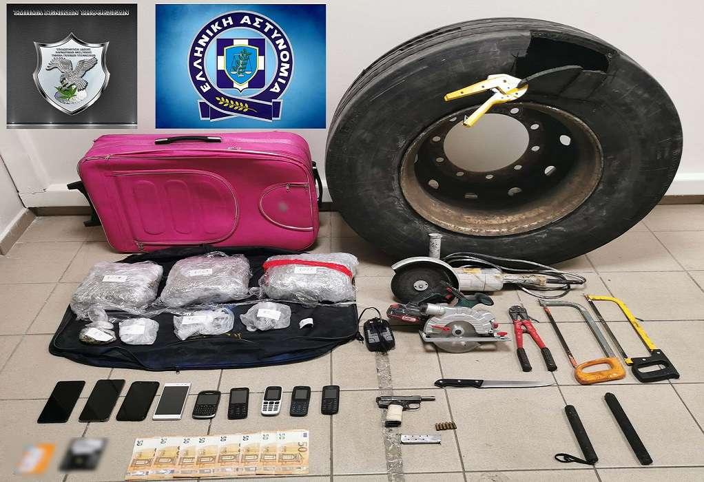 Θεσσαλονίκη: Διακινητές έκρυβαν ναρκωτικά σε ρόδα αυτοκινήτου (ΦΩΤΟ)