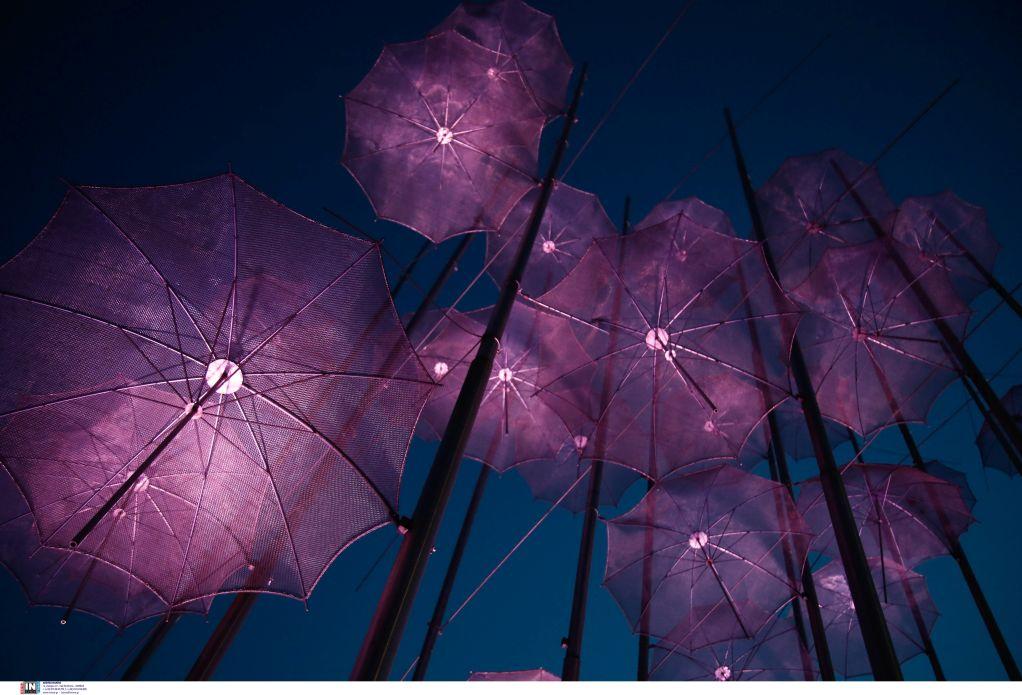 Στο χρώμα του πένθους φωτίστηκαν οι «Ομπρέλες» του Ζογγολόπουλου, φωτογραφία-3