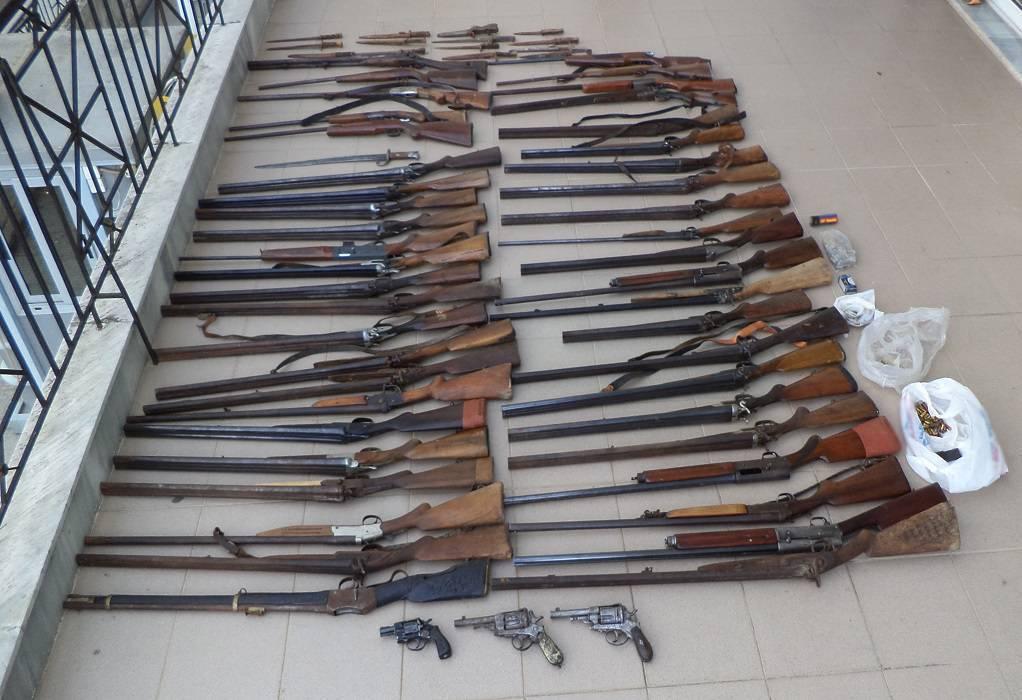 Διαμερίσματα… οπλοστάσια με ξιφολόγχες, καραμπίνες και πυροκροτητές!