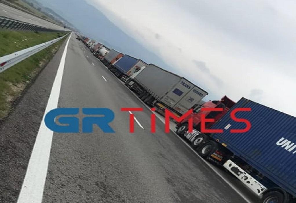 Σύνορα Προμαχώνα: Ουρά φορτηγών 10 χλμ. (ΦΩΤΟ+VIDEO)