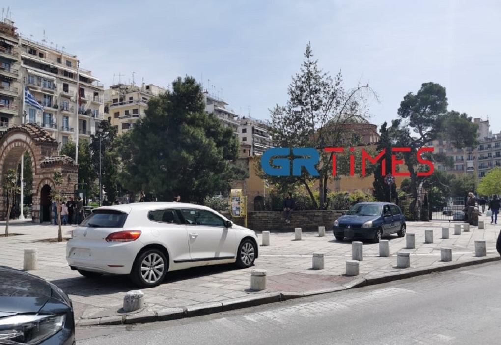 Θεσσαλονίκη: «Έκλεισε» ράμπες ΑμεΑ – Έφυγε χωρίς πινακίδες και δίπλωμα (ΦΩΤΟ)