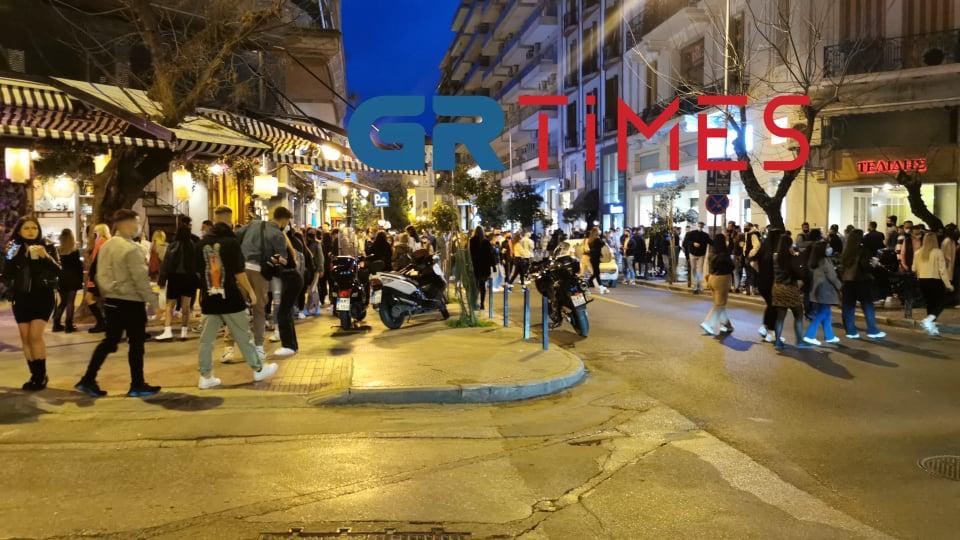 Θεσσαλονίκη:150 άτομα συγκεντρώθηκαν με ποτά και κοκτέιλ έξω από καταστήματα – Επέμβαση της ΕΛΑΣ, φωτογραφία-1