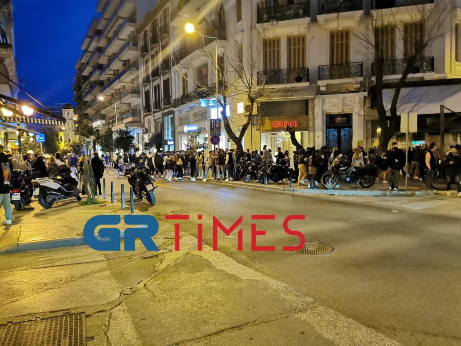 Θεσσαλονίκη:150 άτομα συγκεντρώθηκαν με ποτά και κοκτέιλ έξω από καταστήματα – Επέμβαση της ΕΛΑΣ, φωτογραφία-2