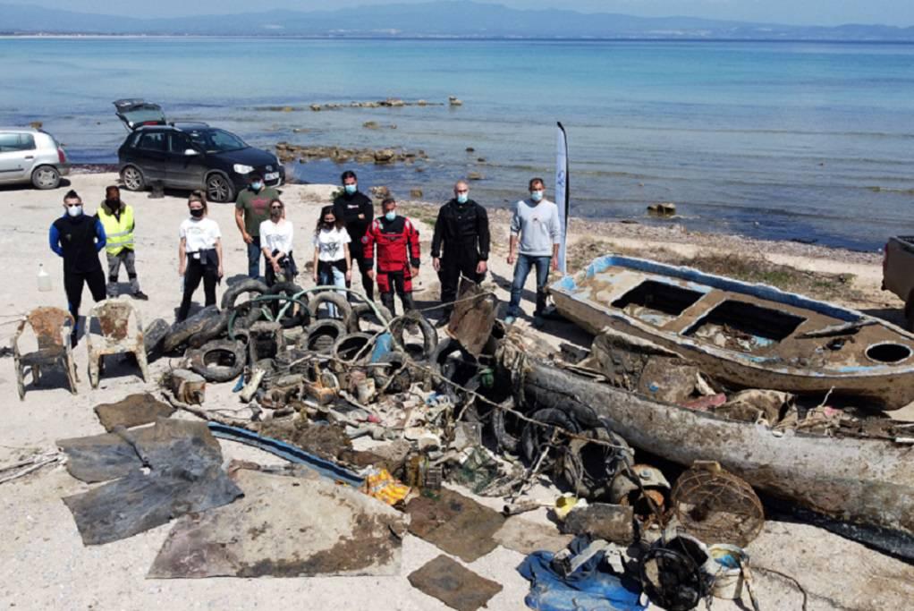 Ν.Ποτίδαια: Δήμος και iSea καθάρισαν το βυθό του λιμανιού (ΦΩΤΟ)