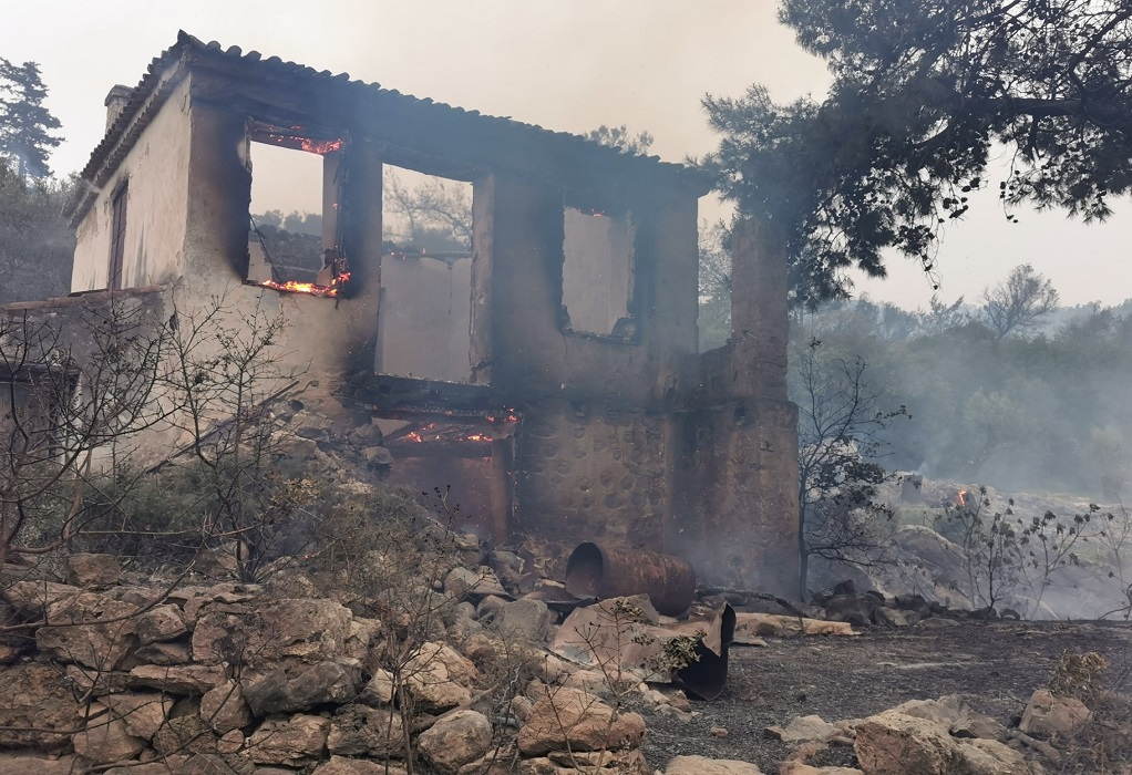 Σάμος: Φωτιά στο Καρλόβασι τέθηκε υπό έλεγχο – Κάηκε εγκαταλελειμμένη αγροικία