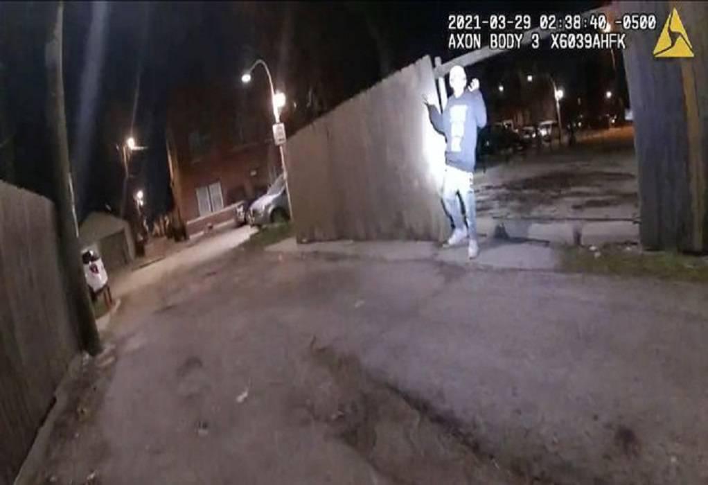 ΗΠΑ: Αστυνομικός πυροβολεί 13χρονο καθώς σηκώνει ψηλά τα χέρια (VIDEO)