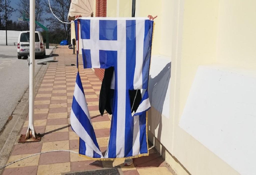 Θεσ/νίκη: Δικογραφία στους 14χρονους που έσκισαν ελληνική σημαία