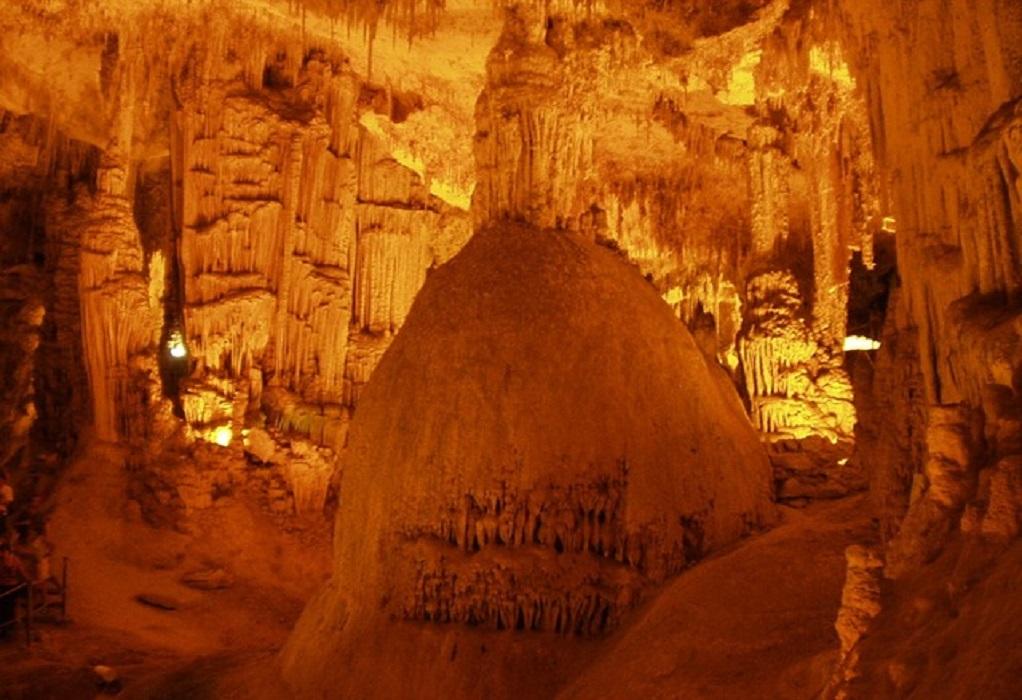 Μυστικό σπήλαιο με σταλακτίτες αποκάλυψαν νεαροί στην Πρέβεζα