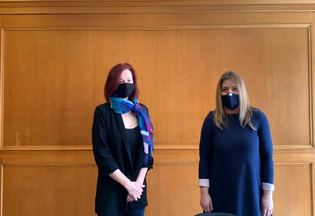 Συνάντηση Μ. Συρεγγέλα με την Ελληνίδα που κακοποίησε σεξουαλικά ο πρέσβης της Βενεζουέλας