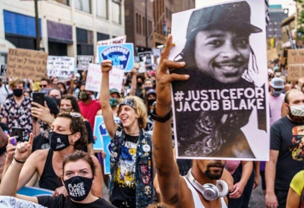 ΗΠΑ: Επέστρεψε στην υπηρεσία του ο αστυνομικός που πυροβόλησε τον Τζέικομπ Μπλέικ