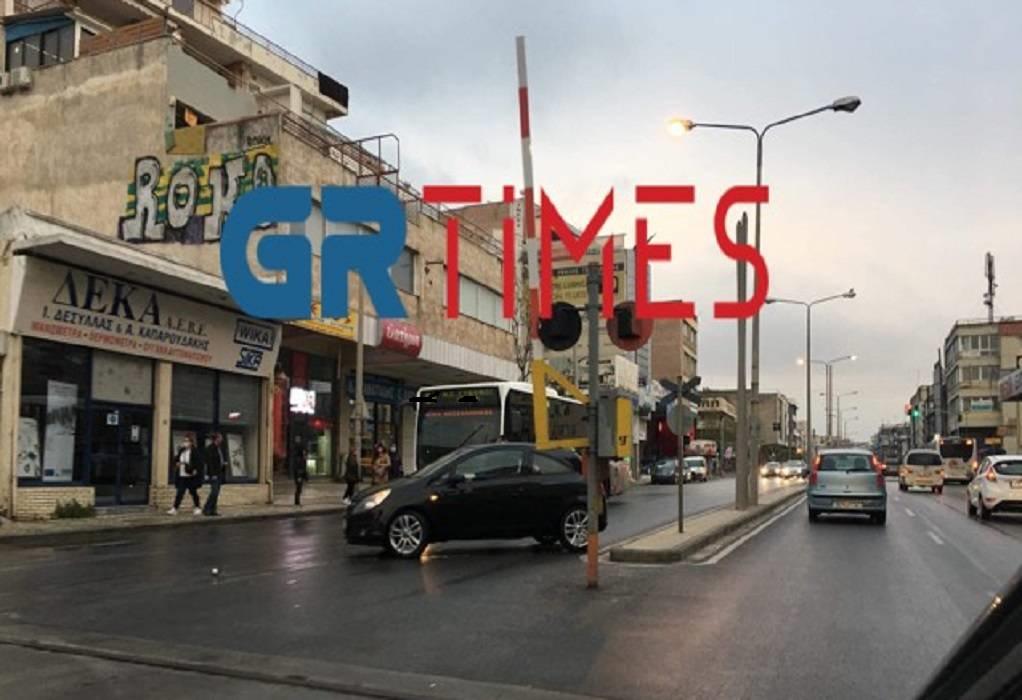 Θεσσαλονίκη: Σύγκρουση ΙΧ με λεωφορείο του ΟΑΣΘ (ΦΩΤΟ)