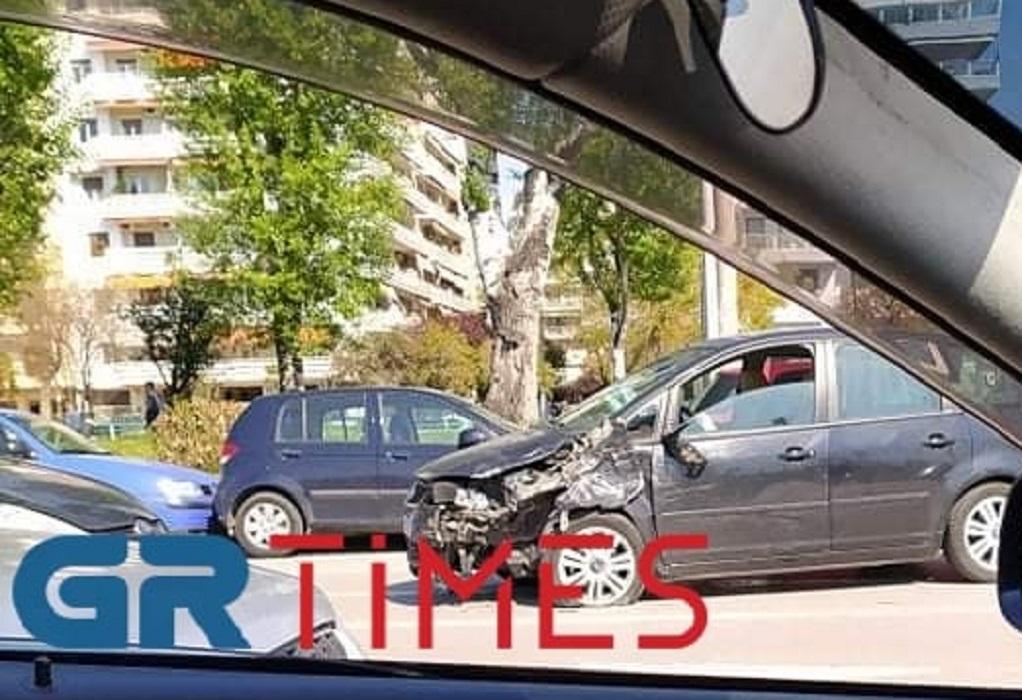 Θεσ/νίκη: Τροχαίο στην Παραλιακή – Δύο τραυματίες (ΦΩΤΟ)