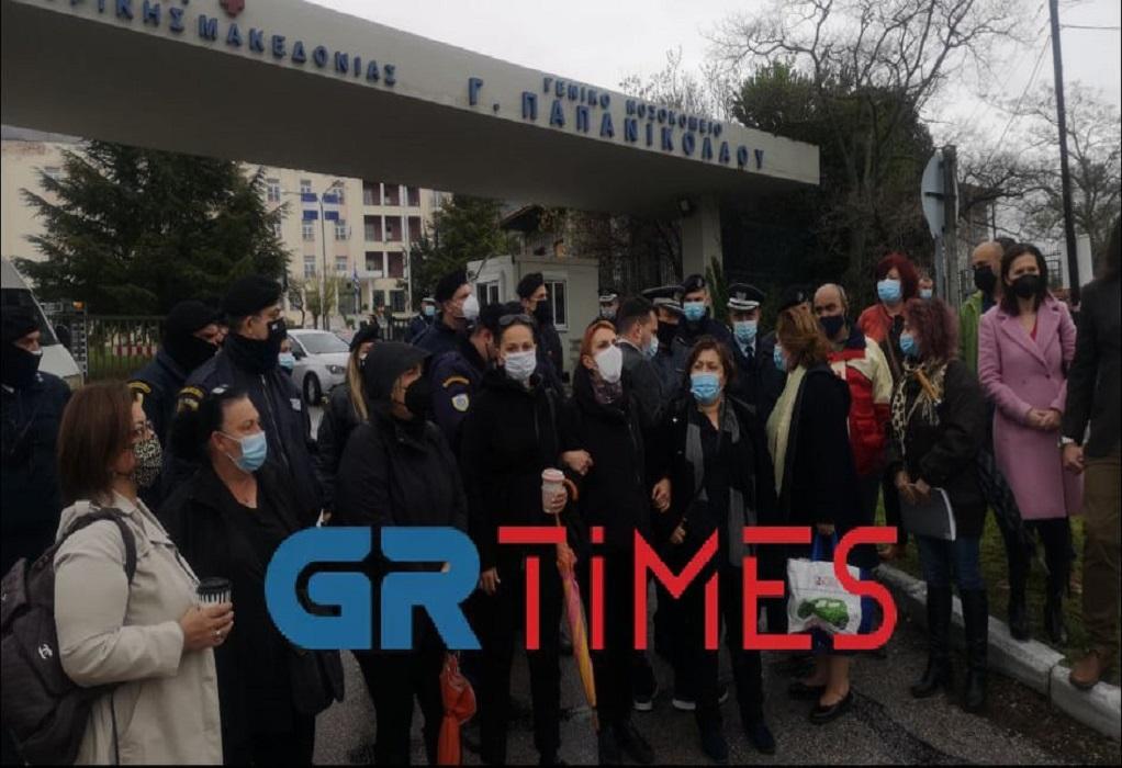Στο Παπανικολάου ο Κ. Μητσοτάκης – «Θερμή» υποδοχή από τους εργαζόμενους (ΦΩΤΟ+VIDEO)