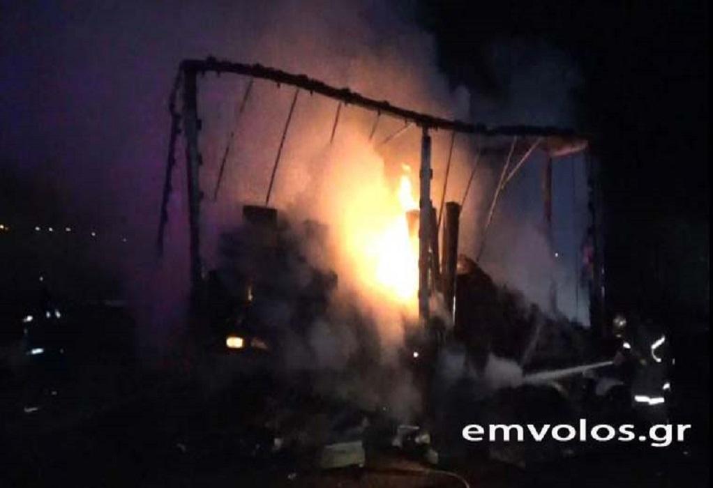 Φορτηγό εν κινήσει τυλίχθηκε στις φλόγες στην Εγνατία Οδό (ΦΩΤΟ-VIDEO)