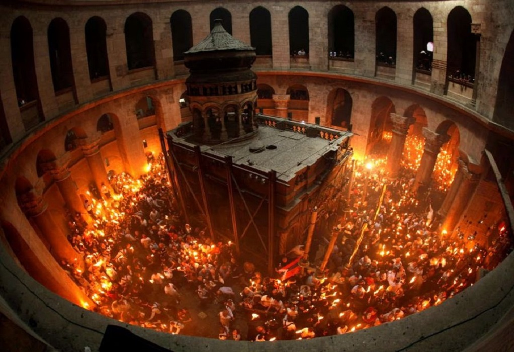 Με λαμπρότητα η τελετή αφής του Αγίου Φωτός στα Ιεροσόλυμα (VIDEO)