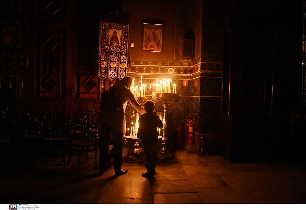 Θεσσαλονίκη: Δικογραφίες σε βάρος 6 ιερέων που έκαναν Ανάσταση τα μεσάνυχτα