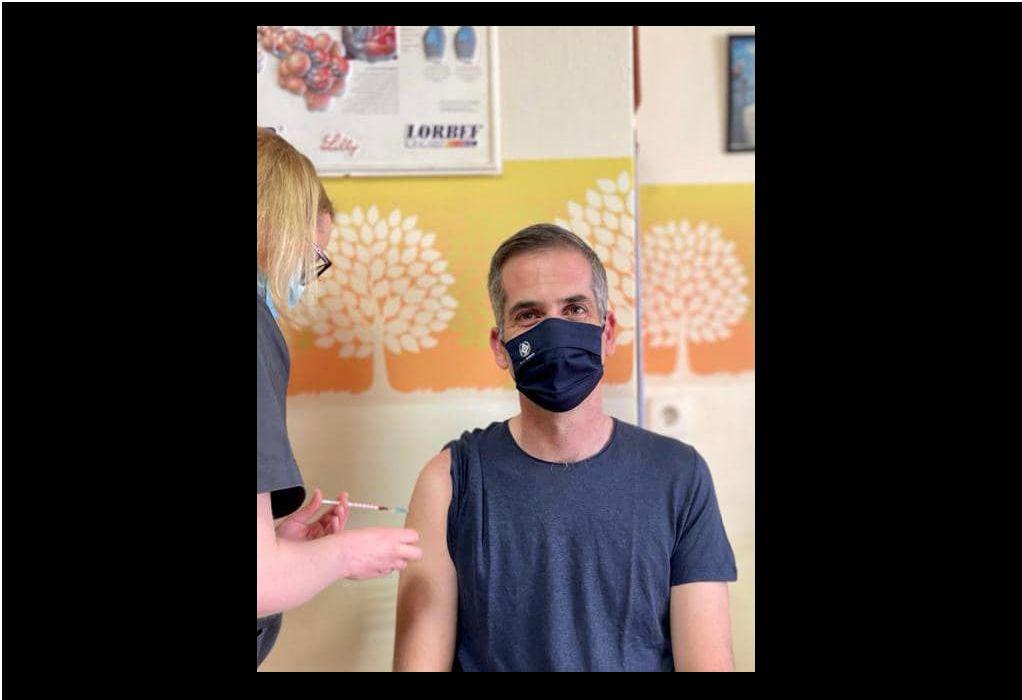 Την πρώτη δόση του εμβολίου AstraZeneca έκανε ο Κ. Μπακογιάννης