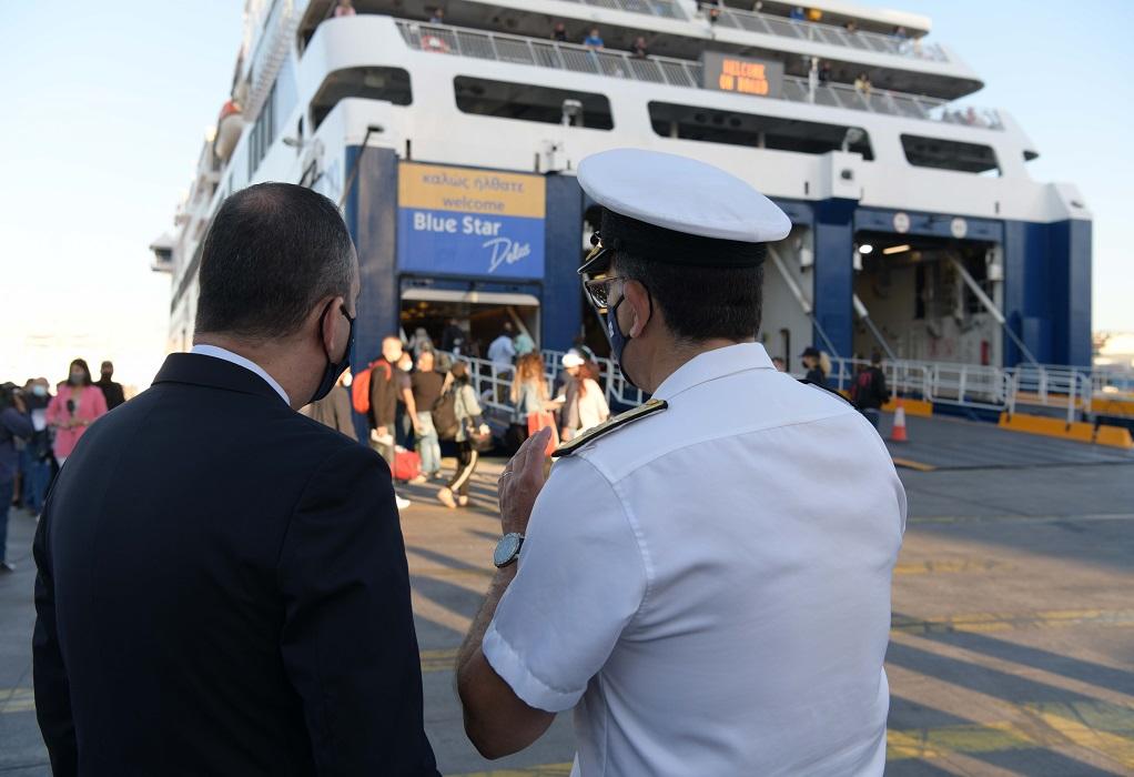 Αυτοψία Γ. Πλακιωτάκη στο λιμάνι του Πειραιά