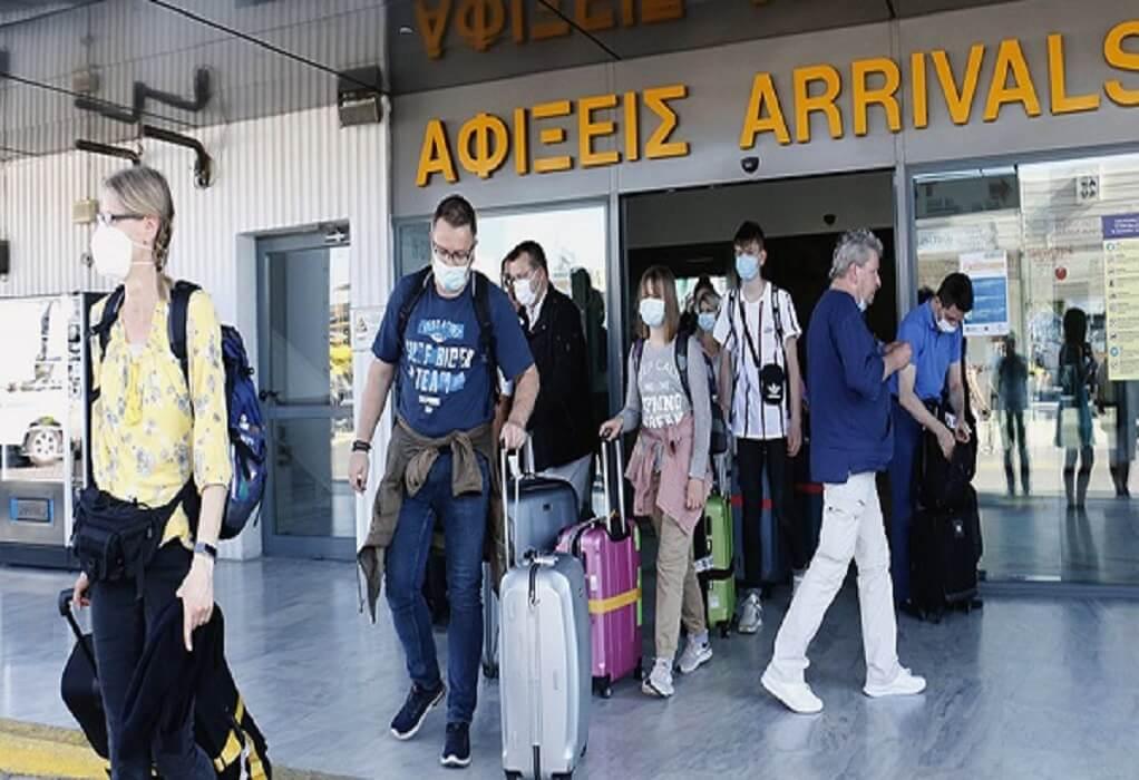 Κρήτη: Κατέφθασαν οι πρώτοι τουρίστες σε Χανιά και Ηράκλειο