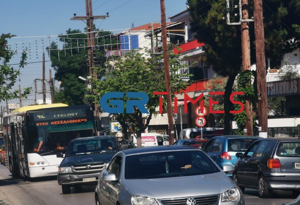 """Εύοσμος: """"Έμεινε"""" αστικό λεωφορείο – Αυξημένη η κίνηση (ΦΩΤΟ+VIDEO)"""
