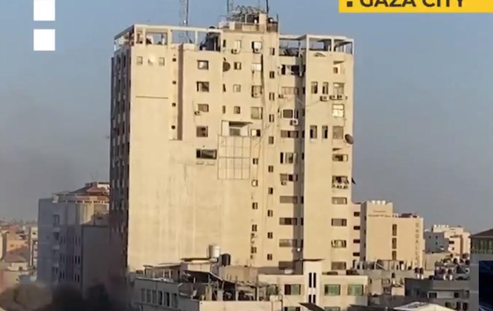 Γάζα: Σοκαριστικό VIDEO από κατάρρευση κτιρίου μετά από βομβαρδισμό