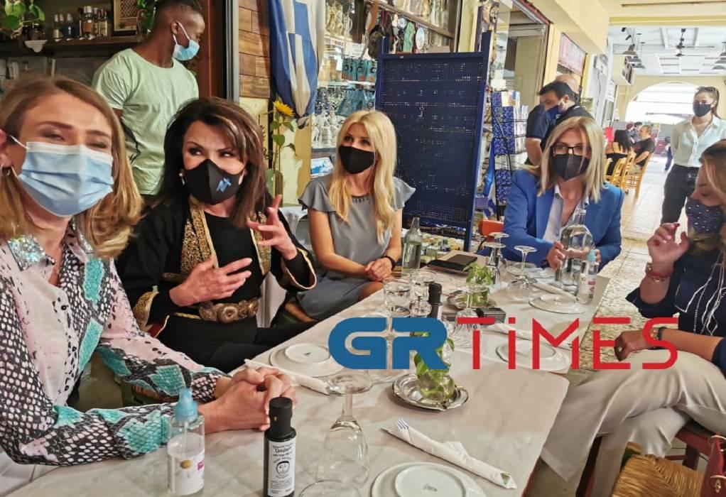 Γιάννα Αγγελοπούλου: Το γυναικείο γεύμα, η βόλτα και η ζωγραφιά (ΦΩΤΟ-VIDEO)