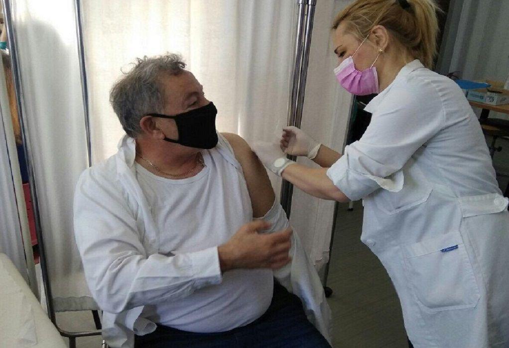 Κορωνοϊός: Εμβολιάστηκε ο δήμαρχος Θέρμης Θ. Παπαδόπουλος