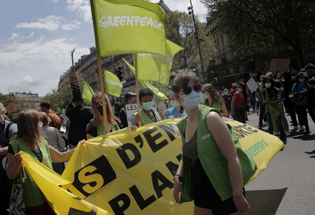 Χιλιάδες διαδηλωτές στο Παρίσι ζητούν έναν πιο φιλόδοξο νόμο για το κλίμα