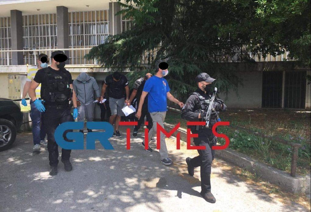 Τη Δευτέρα στον ανακριτή οι 6 που κατηγορούνται για δεκάδες διαρρήξεις και ληστείες (VIDEO)